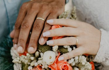 Article-Living-Coral-Bouquet-Hands